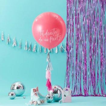 Auffäliger riesen Ballon in pink mit Aufschrift Til death do us party , DIY Quasten , 2m durchsichtige Schnur. Die Macherei