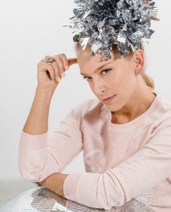 Bedazzling statement headpiece metallic . Die Macherei