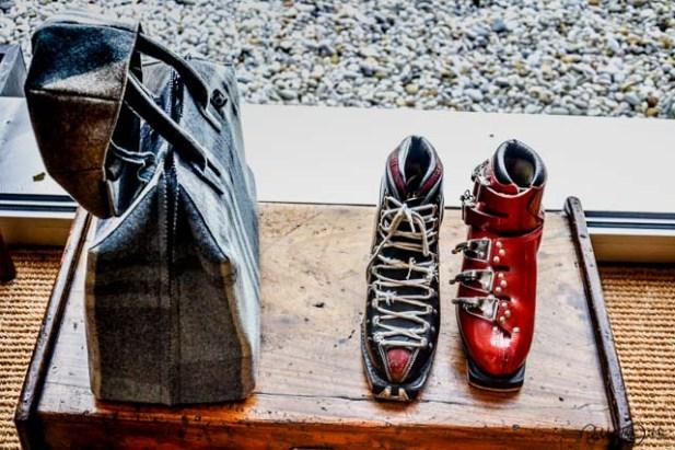 Historische Skistiefel. Foto: Flora Jädicke