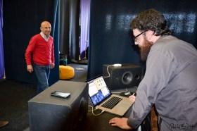 Die Musiker greifen den Sound der Webstühle und Spinnmaschinen in ihren Klanginstallationen auf. Foto: Flora Jädicke