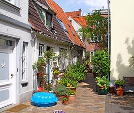Hellgrüner Gang in der Lübecker Altstadt: Foto: Majka Gerke