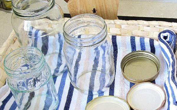 How to Sterilize Canning Jars in Microwave