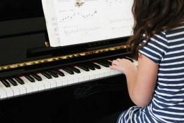 pianospelen kind