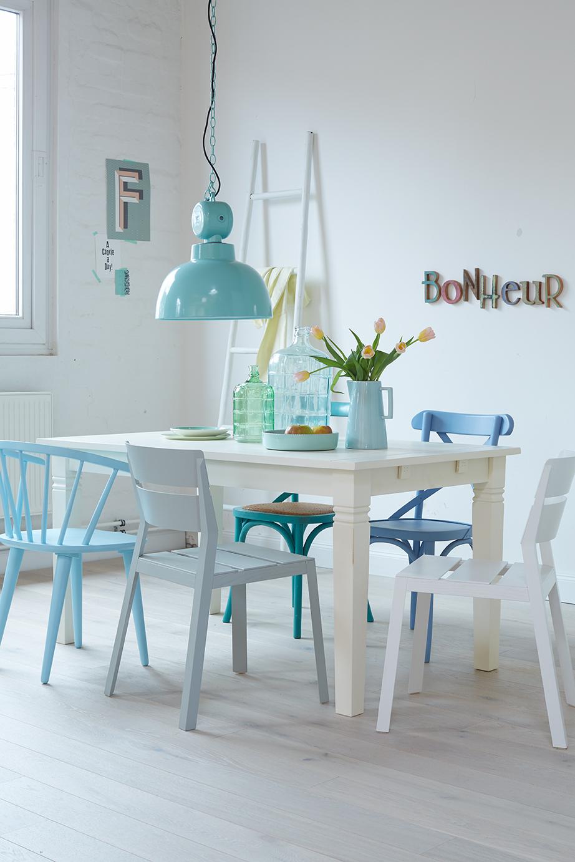 Dieser Stuhl brinbgt mehr Frische an den Tisch