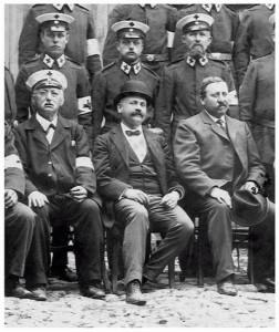 Dr. Levy, Vater von Julius Levy mit Melone, rechts daneben Bürgermeister Bauer Quelle: Fotoarchiv Weiland