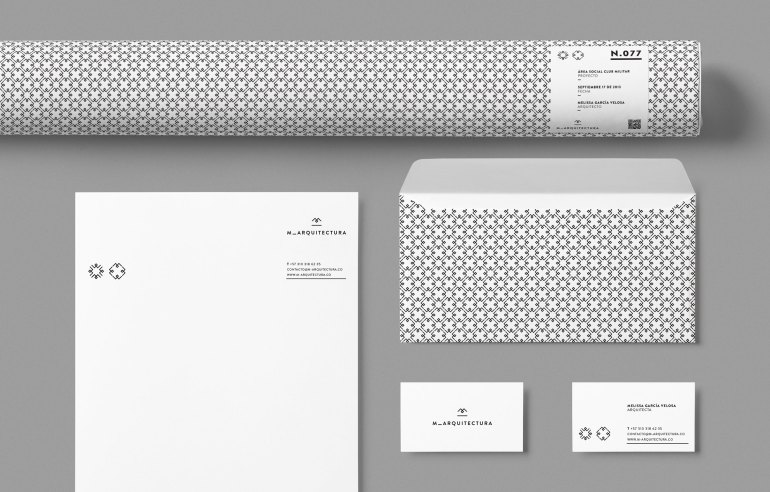 Diferente_M_Stationery_Top_View_HR