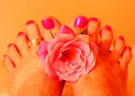 Manicure vs Pedicure