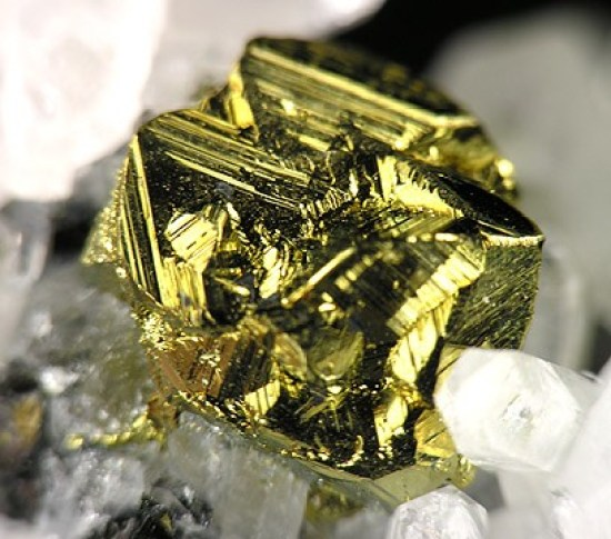 Difference Between Metallic and Nonmetallic Minerals
