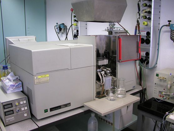 Difference Between Flame Emission Spectroscopy and Atomic Absorption Spectroscopy