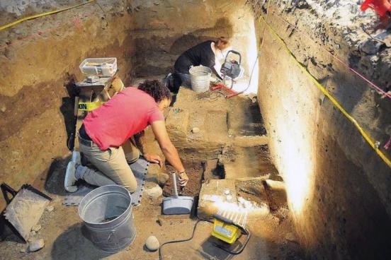 Historian vs Archaeologist in Tabular Form