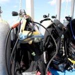 Des blocs de plongée prêt à être utilisés par les plongeurs