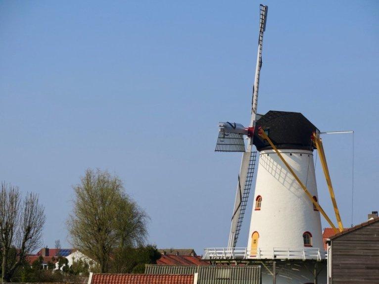 Un moulin dans la ville