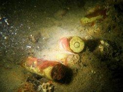 Des munitions dans les épaves de bateaux