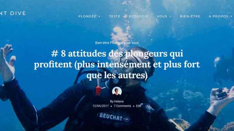 Un plongeur sourit vers le photographe lors d'une plongée