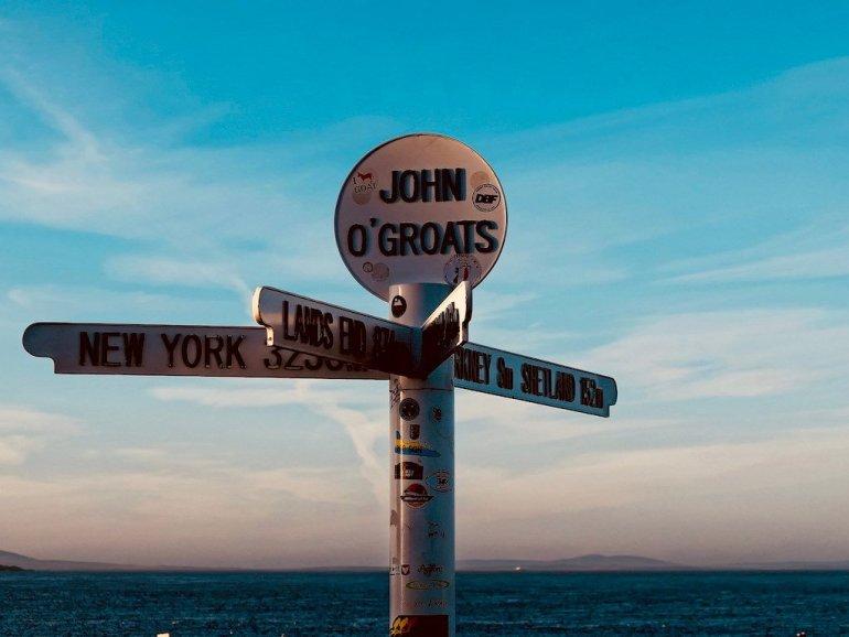 Un panneau de signalisation juste avant la baie de Scapa Flow