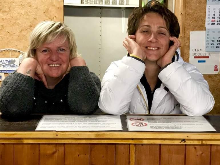 Inge et Hélène au bar de la carrière de Dongelberg