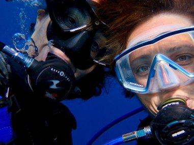 Moray Eel et Hélène en plongée aussi sud de Mayotte