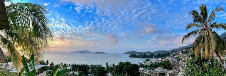 Le jour se couche sur M'Tsamboro après une journée où l'on a plonger avec les baleines à Mayotte