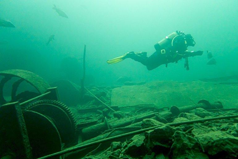 Plonger avec les silures à la Croisette permet aussi de plonger dans les vestiges de l'histoire