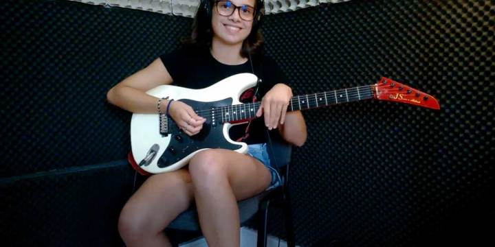 AUDIOSLAVE – LIKE A STONE – Estudo de guitarra por Beatriz Lopes