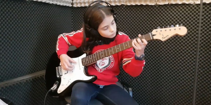 CAROLINA DESLANDES – A VIDA TODA – Cover de guitarra por Rita Oliveira