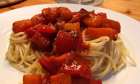 Spaghetti mit Kürbis-Paprika-Gemüse