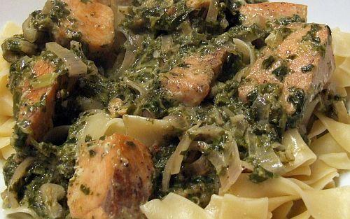 Pasta mit Lachs und Spinat-Sahne-Soße