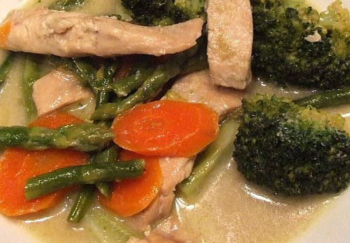 Lachs und Broccoli in Curry-Kokossoße