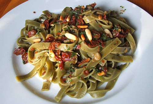 Tagliatelle mit getrockneten Tomaten -