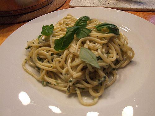 Spaghetti mit Zitronen-Basilikum-Soße