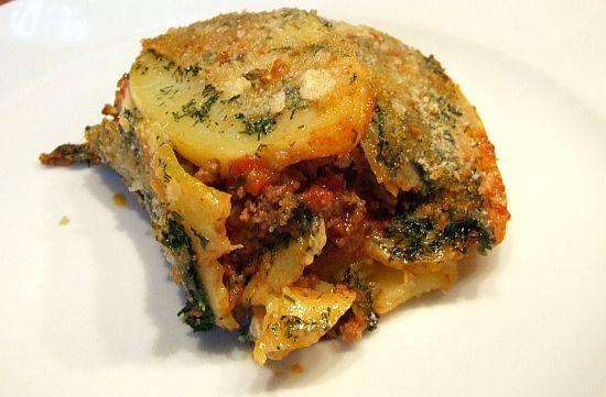 Portion libyscher Kartoffel-Hackfleisch-Aauflauf (Mubattan Kusha)
