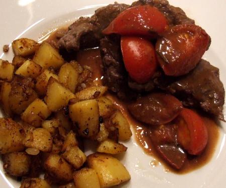 Lammfilet mit Balsamico-Tomaten und Bratkartoffeln