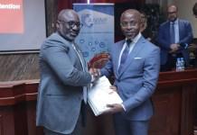 Alex Bernard Bongo Ondimba, le DG de l'ANINF, reçoit les études de PricewaterhouseCoopers.
