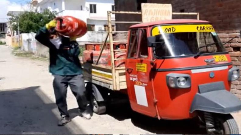 Ujjwala Free Gas Cylinders delivery