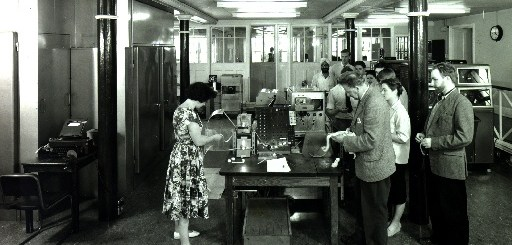 EDSAC II, 10th May 1960, user queue. Courtesy of Wikipedia - http://en.wikipedia.org/wiki/File:EDSAC_2_1960.jpg