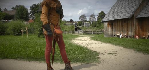 Roland Warzecha demonstrating Medieval walking mechanics.