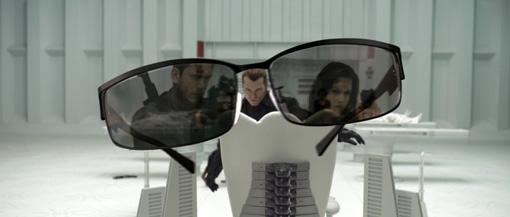 Chris Redfield (Wentworth Miller) und Claire Redfield (Ali Larter) spiegeln sich in Weskers (Shawn Roberts) Sonnenbrille