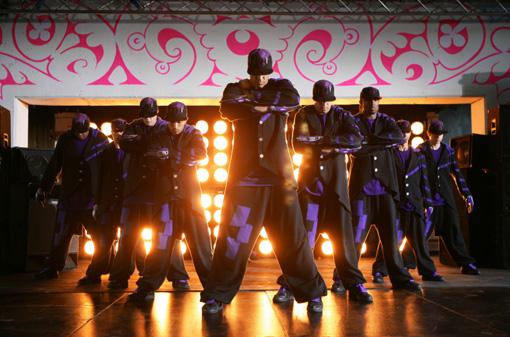 Die Street Dance Crew Diversity zeigt außergewöhnliche Tanzeinlagen.