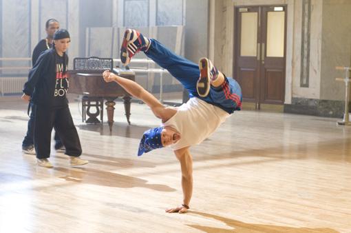 Carly's Dance Crew feilt an ihren außergewöhnlichen Moves.