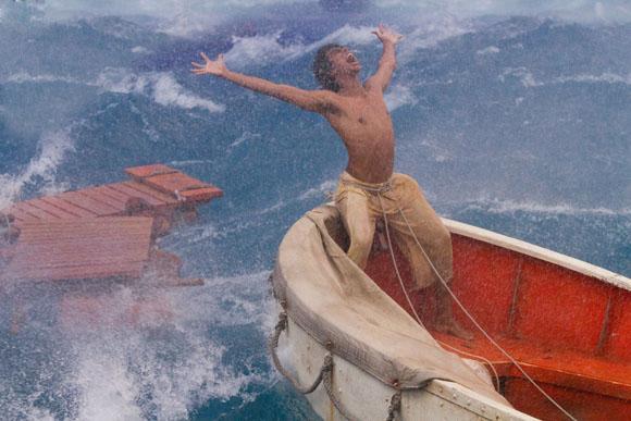 Pi Patel hat den Schiffbruch überlebt. Doch der Kampf gegen die Naturgewalten beginnt erst.