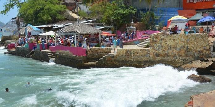 desembarque_roque_acapulco_oleaje (2)
