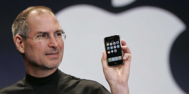 steve jobs first iphone