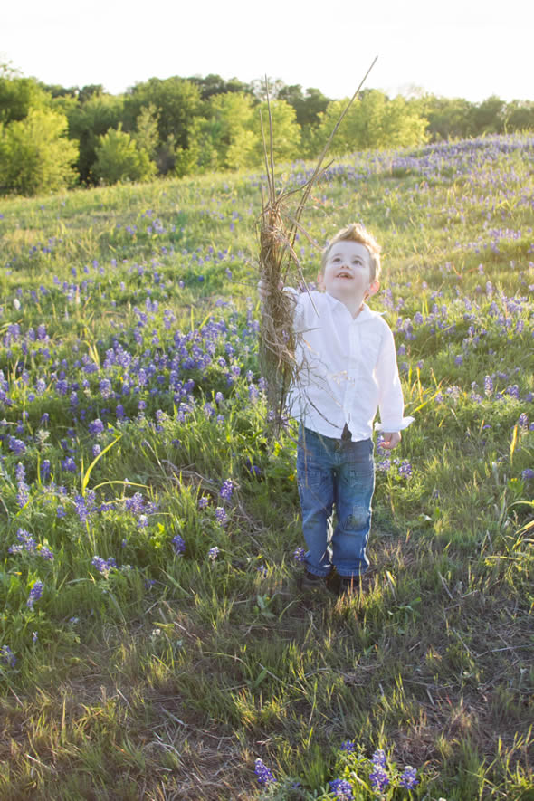 bluebonnet photos iza and stuff - 5 Tips for Taking Texas Bluebonnet Photos With The Family