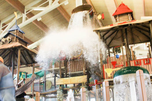 great-wolf-lodge-bucket-splash