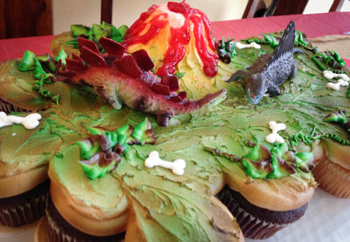 dinosaur-cupcake-cake