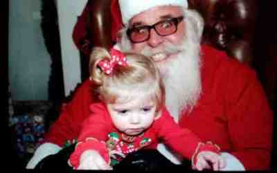 10 Scary Creepy Santa Photos That Are Sure To Make You and Your Kid Cry