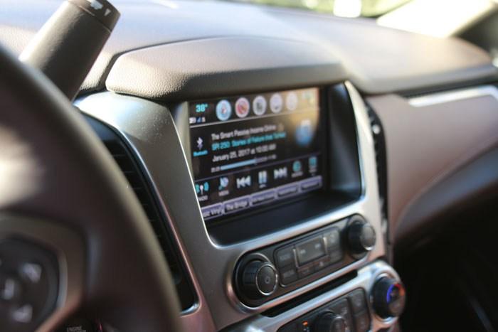 2017 chevrolet suburban review - dashboard