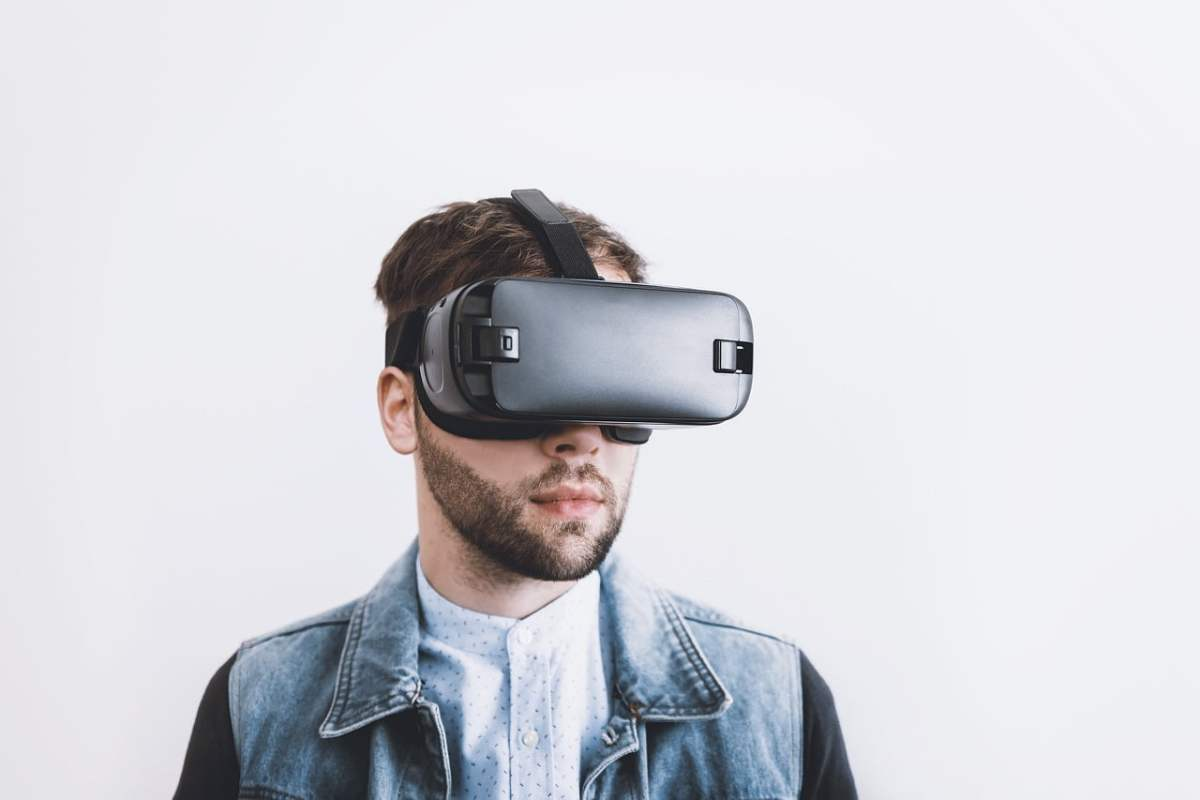 Virtual Reality (VR) Can Damage Your Eyes Permanently - BBC