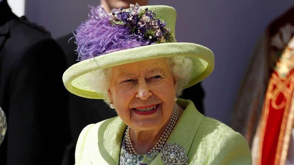 British Queen Elizabeth Is Hiring A Social Media Manager