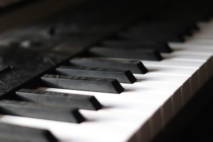 the best digital piano under $300